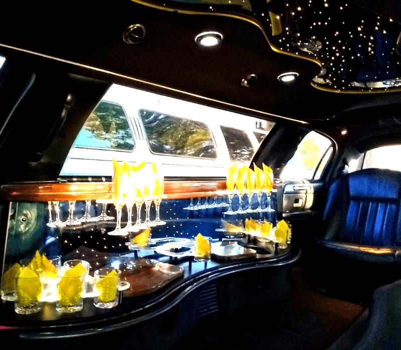 8 Passenger Lincoln Limo
